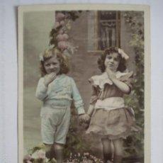Postales: POSTAL PAREJA DE NIÑAS. FOTOGRAFIA POR SAZERAC. ED. IRIS 2060. ESCRITA 1909.. Lote 58587525