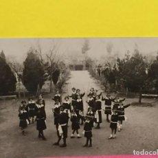 Postales: REGIONAL FOTO NIÑAS ENSAYO BAILE PALOS PARQUE COLEGIO 1900. Lote 64985003