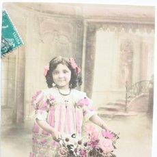 Postales: POSTAL COLOREADA. NIÑA POSANDO CON FLORES. AÑOS 10.. Lote 69401685
