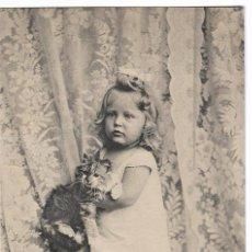 Postales: ANTIGUA POSTAL CIRCULADA 1903 - REVERSO SIN DIVIDIR - P.F., B. SERIE 2800 - NIÑA CON GATO. Lote 70290761