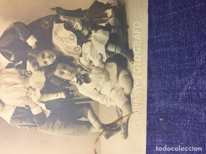 Postales: hermanos niños posando company fotografo postal no circulada - Foto 2 - 79612465