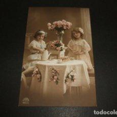Postales: NIÑAS TOMANDO EL TE POSTAL . Lote 93941600