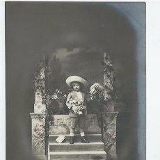 Postales: ANTIGUA FOTO-POSTAL DE -UNA NIÑA CON SOMBRERO - ESCRITA AÑOS 20. Lote 94541271
