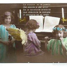 Postales: ANTIGUA FOTO-POSTAL DE - TRES NIÑAS DE ANGELITOS HACIENDO MUSICA - ESCRITA AOS 20. Lote 94541767