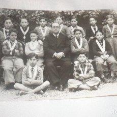 Postales: FOTO-POSTAL AÑO 1936 NIÑOS POSANDO CON PROFESOR. Lote 99969587