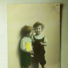 Postales: POSTAL - NIÑOS - NIÑOS DE PIE - POSTAL DE EDICIÓN ESPAÑOLA - +/- 1908 - J.C. - JC MADRID - 993/1 -. Lote 104410027