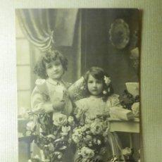 Postales: POSTAL - NIÑOS - NIÑAS CON FLORES - POSTAL DE EDICIÓN ESPAÑOLA PG - P.G. 98-1 - +/- 1905 - . Lote 104411595