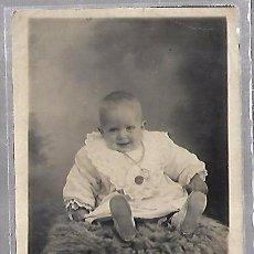 Postales: TARJETA POSTAL DE INFANTIL. FOTOGRAFIA ESTUDIO DE BEBE. Lote 104569919