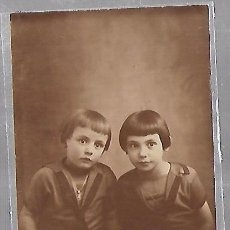 Postales: TARJETA POSTAL DE INFANTIL. FOTOGRAFIA ESTUDIO DE DOS NIÑOS. Lote 104570015