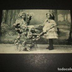 Postales: NIÑAS CON CARRITO ADORNADO CON FLORES POSTAL HACIA 1907. Lote 109529191