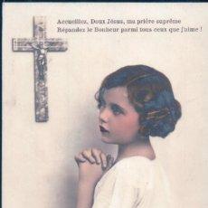 Postales: POSTAL RETRATO NIÑA REZANDO A CRUCIFIJO - PC 3857 - ESCRITA. Lote 109539827