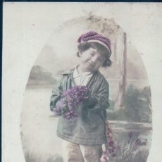 Postales: POSTAL RETRATO NIÑO CON GORRO Y FLORES LILAS - GAGE DE TENDRESSE - E.B.R -CIRCULADA. Lote 109540903