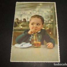 Postales: NIÑO BEBIENDO POSTAL 1959. Lote 109729639