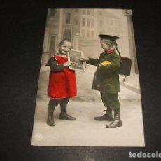 Postales: NIÑOS DE ESCUELA CON PIZARRA POSTAL 1908. Lote 110206839