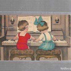 Postales: TARJETA POSTAL INFANTIL. NIÑAS TOCANDO EL PIANO. Lote 121331471
