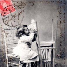 Postales: TARJETA POSTAL INFANTIL. NIÑA SENTADA EN UNA SILLA.. Lote 123415707