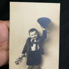 Postales: POSTAL NIÑO VESTIDO DE TIROLES...TIROL--SUIZA--MARCAJES FOTOGRAFO DELANTE-SIN CIRCULAR. Lote 133854054
