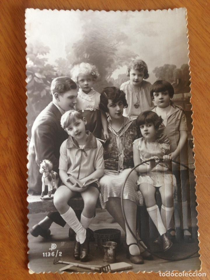 ANTIGUA POSTAL DE HERMOSA FAMILIA (Postales - Postales Temáticas - Niños)