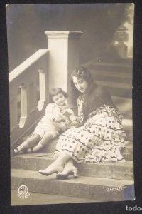 1918 postal mujer y niña. Circulada.
