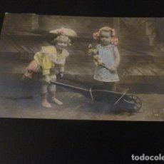 Postales: NIÑOS CON CARRETILLA Y FLORES POSTAL. Lote 148005866
