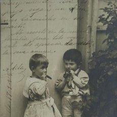 Postales: 1905 NIÑOS FUMANDO PUROS Y PIPA. POSTAL ANTIGUA CIRCULADA 17/09/1905. Lote 139167914
