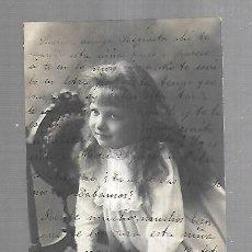 Postales: TARJETA POSTAL. FOTO DE ESTUDIO DE NIÑA POSADA EN SILLA.. Lote 165181186