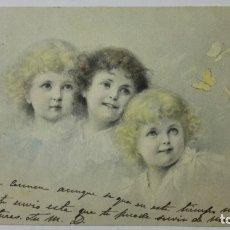 Postales: POSTAL COLOREADA, TRES NIÑAS Y MARIPOSAS, CIRCULADA CON SELLO, AÑOS 20. Lote 170831515