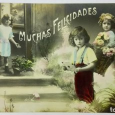 Postales: POSTAL COLOREADA, MUCHAS FELICIDADES, NIÑOS RODEADOS DE FLORES, CIRCULADA SELLO CUBA, AÑO 1920. Lote 171246895