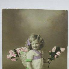 Postales: POSTAL COLOREADA, NIÑA CON CESTA DE FLORES, CIRCULADA CON SELLOS REPUBLICA DE CUBA, AÑO 1916. Lote 171422009