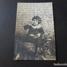 Postales: NIÑO COMIENDO POSTAL. Lote 171830915