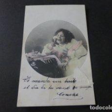 Postales: NIÑA COMIENDO HELADO POSTAL. Lote 171837135