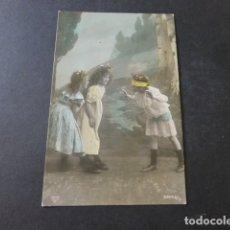 Postales: TRES NIÑAS JUGANDO GALLINITA CIEGA POSTAL. Lote 172007723
