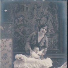 Postales: POSTAL RETRATO FAMILIAR - MAMA Y BEBE - FOTOGRAFICA. Lote 172760485