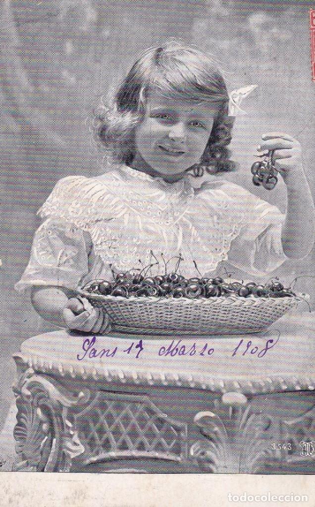 NIÑA COMIENDO CEREZAS CIRCULADA 1908 DESDE SANS BARCELONA (Postales - Postales Temáticas - Niños)
