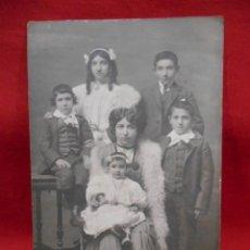 Postales: ANTIGUA FOTOPOSTAL DE FAMILIA - PPOS SIGLO XX -. Lote 173562633