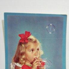 Postales: POSTAL NIÑA HACIENDO POMPAS DE JABON, AÑOS 50. Lote 175913230
