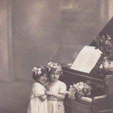 Postales: NIÑAS CON PIANO Y FLORES CIRCULADA 1914 61156/3 . Lote 176761517