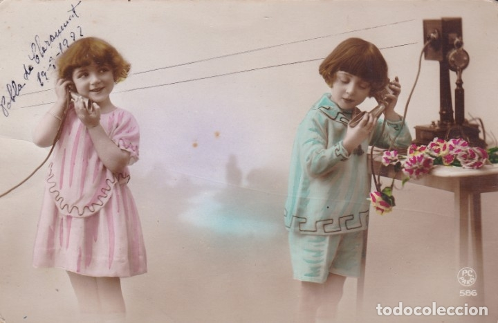DOS NIÑAS HABLANDO POR TELEFONO AÑO 1922 (CIRCULADA) (Postales - Postales Temáticas - Niños)