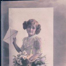 Postales: POSTAL NIÑA CON UN SOBRE - FELICITANDO AÑO NUEVO - FANVELLE 1087. Lote 179173547