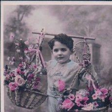 Postales: POSTAL NIÑO CON CESTA DE FLORES - CIRCULADA - FELIZ AÑO NUEVO. Lote 179331302