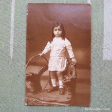 Postales: ANTIGUA FOTO-POSTAL DE NIÑA CON ARO. SIN CIRCULAR. Lote 180027093