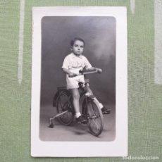 Postales: ANTIGUA FOTO-POSTAL DE NIÑO EN BICICLETA. . Lote 180149106
