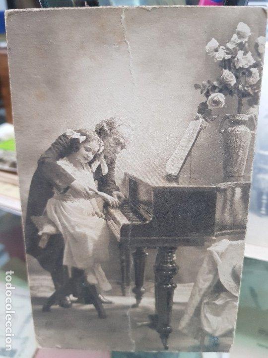 ANTIGUA POSTAL ROMANTICA NIÑA TOCANDO EL PIANO 1913 (Postales - Postales Temáticas - Niños)