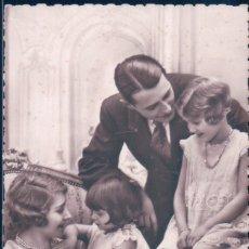 Postales: POSTAL RETRATO FAMILIAR - PADRES Y DOS HIJAS - P C PARIS. Lote 182254546