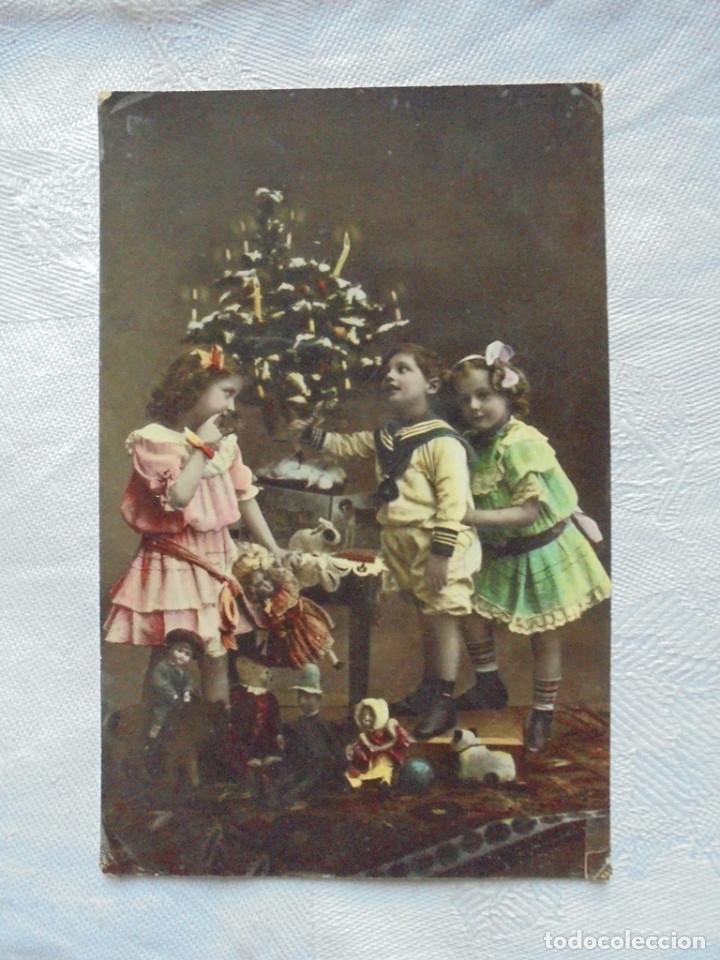 POSTAL NAVIDEÑA NIÑOS CON ARBOL Y REGALOS 1910 (Postales - Postales Temáticas - Niños)