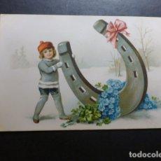 Postales: NIÑO CON HERRADURA POSTAL CROMOLITOGRAFICA. Lote 183395608