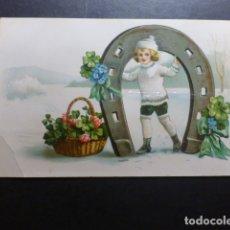 Postales: NIÑO CON HERRADURA POSTAL CROMOLITOGRAFICA. Lote 183395656