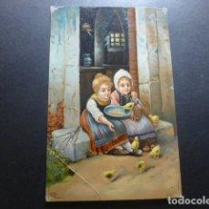 Postales: NIÑAS CON POLLITOS POSTAL CROMOLITOGRAFICA. Lote 183395828