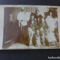 Postales: NIÑOS DISFRAZADOS Y JUGUETES POSTAL FOTOGRAFICA HACIA 1915. Lote 183486525