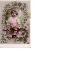 Postales: NIÑA RODEADA DE FLORES CIRCULADA PRINCIPIOS SIGLO XX. Lote 186164342